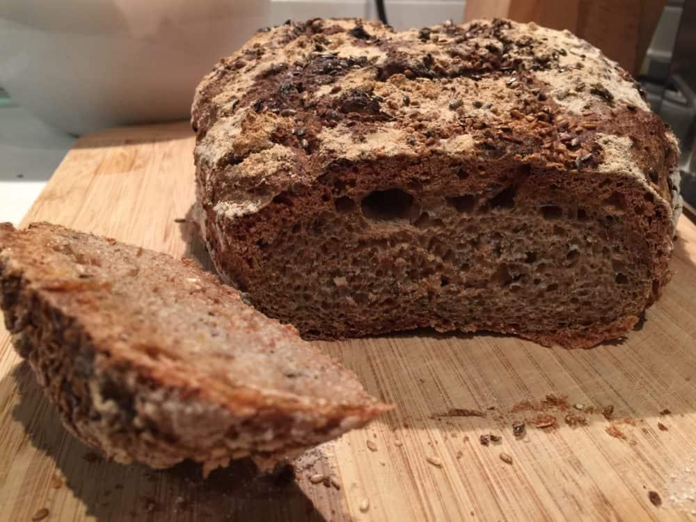 selbstgebackenes Brot mit Urkorn, Dinkel, Nüssen und Kernen, ein Hochgenuss!