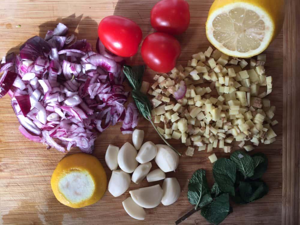 noch ein Beispiel gesunder Ernährung, täglich etwas variiert mit verschiedenen Gewürzen für möglichst viele Vitamine und Mineralien