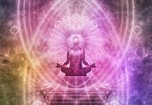 Bewusstes Atmen ist Leben! Abbildung einer meditierenden Person innerhalb eines Mandalas, ausgehend von seinem Kopf-Chakra